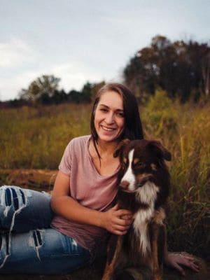 Frauchen mit Hund.