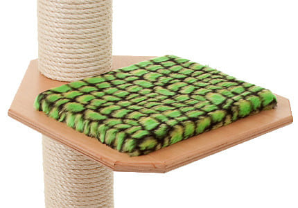 Farbkombinationen: Buchefarbenes Holz und Plüschauflagen