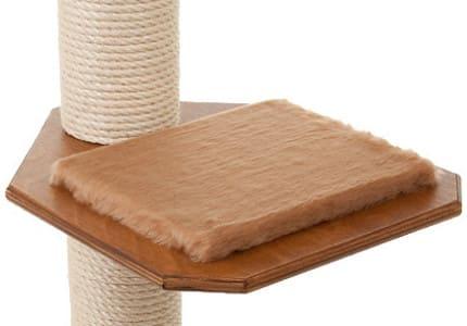 Farbkombinationen: Kastanienfarbenes Holz und Plüschauflagen