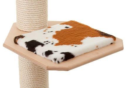 Farbkombinationen: Naturfarbenes Holz und Plüschauflagen