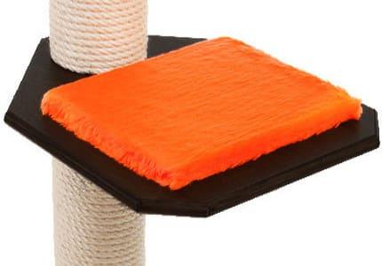 Farbkombinationen: Schwarzfarbenes Holz und Plüschauflagen